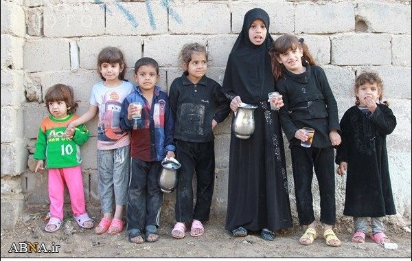 پذیرایی کودکان از زائران اربعین در محله فقیرنشین نجف